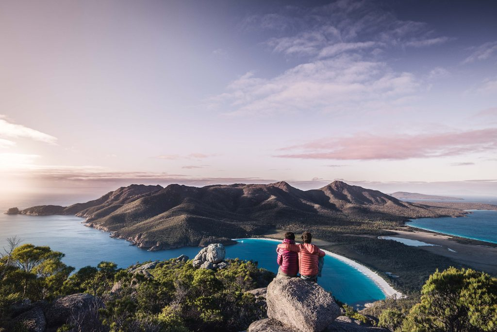 vistas desde mount amos al amanecer en freycinet
