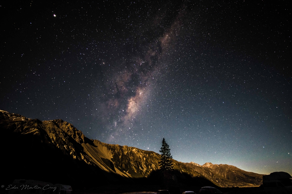 en centro de la galaxia en los cielos nocturnos de aoraki