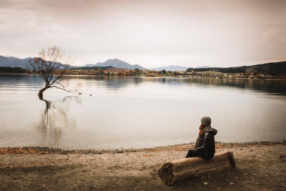 esperando el atardecer en el lago de wanaka