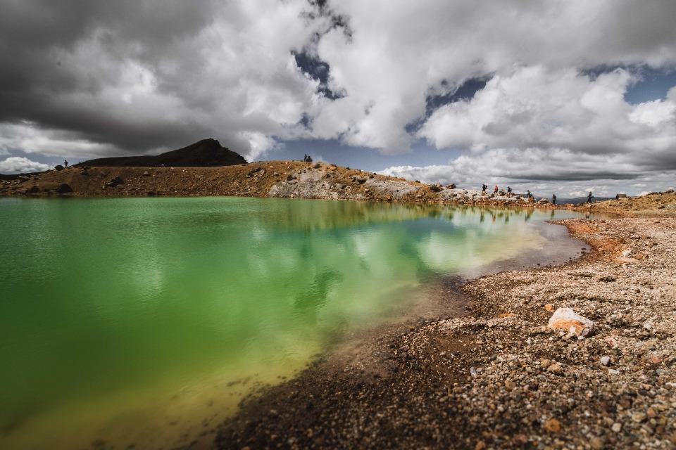 piscinas de agua verde del tongariro alpine crossing