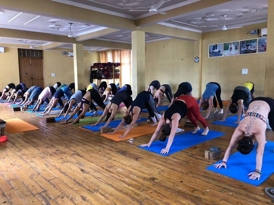 la practica de yoga en el ashram