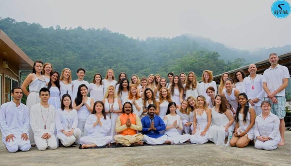 ceremonia de yoga en india