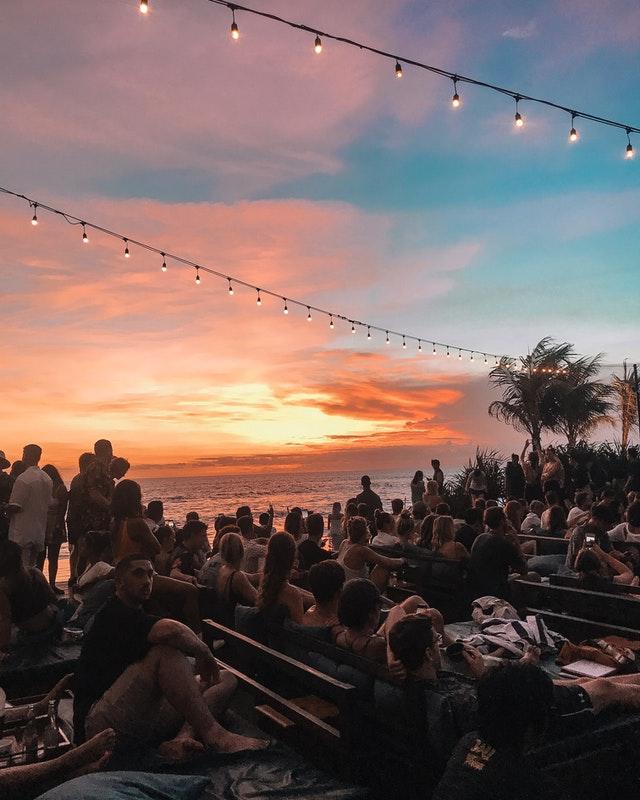 playa sunset bar en uluwatu