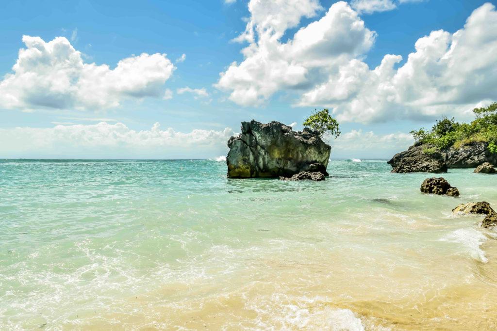 padang padang beach es una de las cosas que hacer en uluwatu
