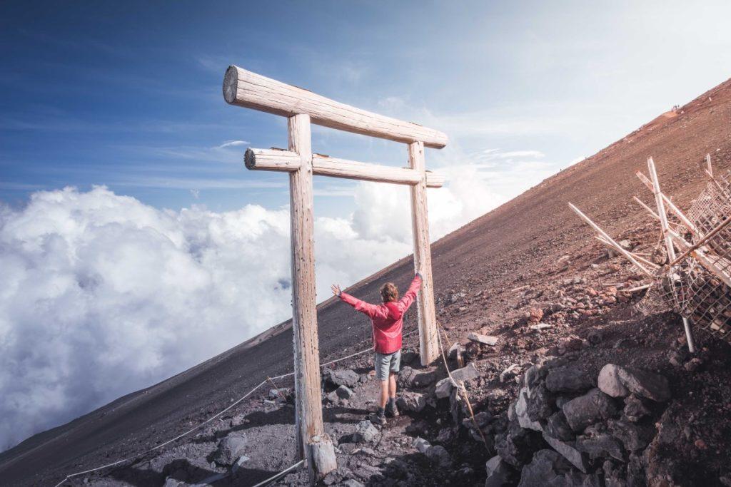 subir el monte fuji en la cumbre