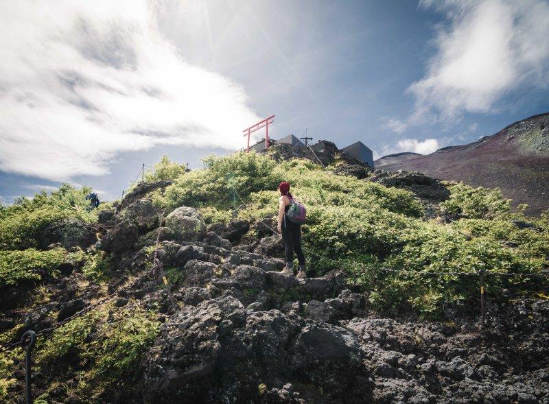 en camino hacia la cima del monte fuji