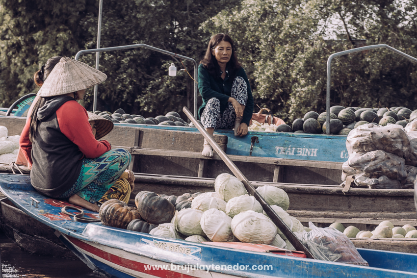 mercado flotante en Vietnam, compra local