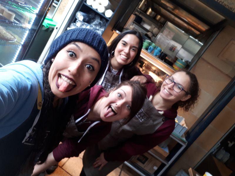 Tamara con amigas trabajando en Sydney