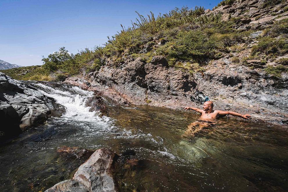 Salto del Indio y piscinas en sendero El Bolsón, Maule, Chile