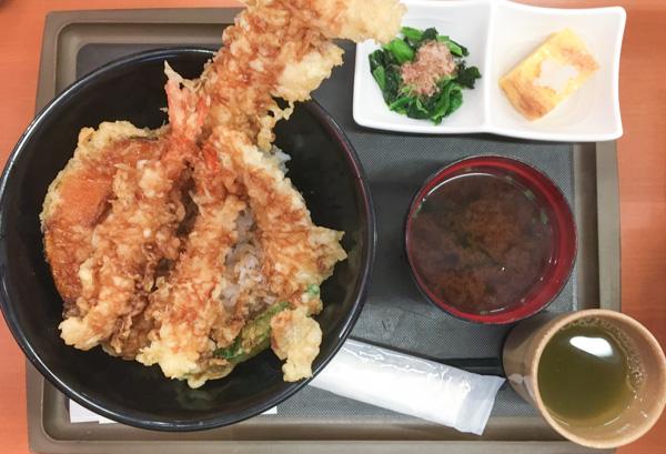 verduras y mariscos fritos en tempura, otro clásico de la comida japonesa