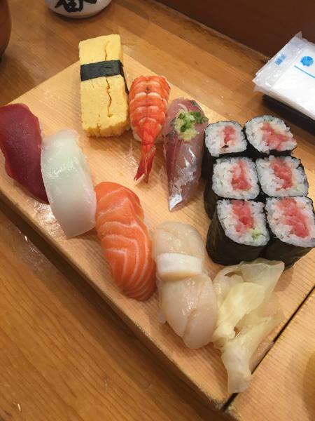 sushi es una de las cosas que hay que comer en Japón
